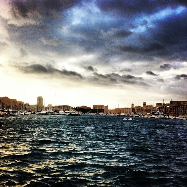 Sombre port