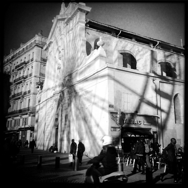 Dans l'ombre